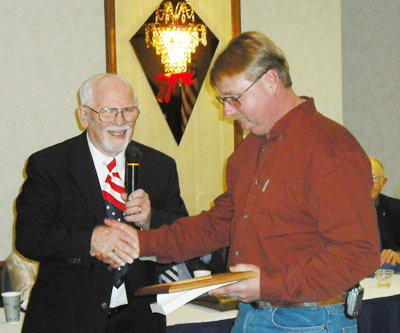 Photo of Kent Stephens presenting certificate of appreciation to Robert Bunch of Maxim Construction Co